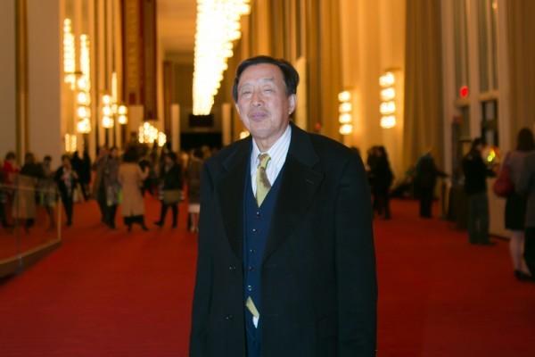 羅宇是前共產黨大將羅瑞卿之子,驅車兩小時再次來觀看神韻,他表示神韻能夠幫助人們道德回升,是當今中國特別需要的。(李莎/大紀元)