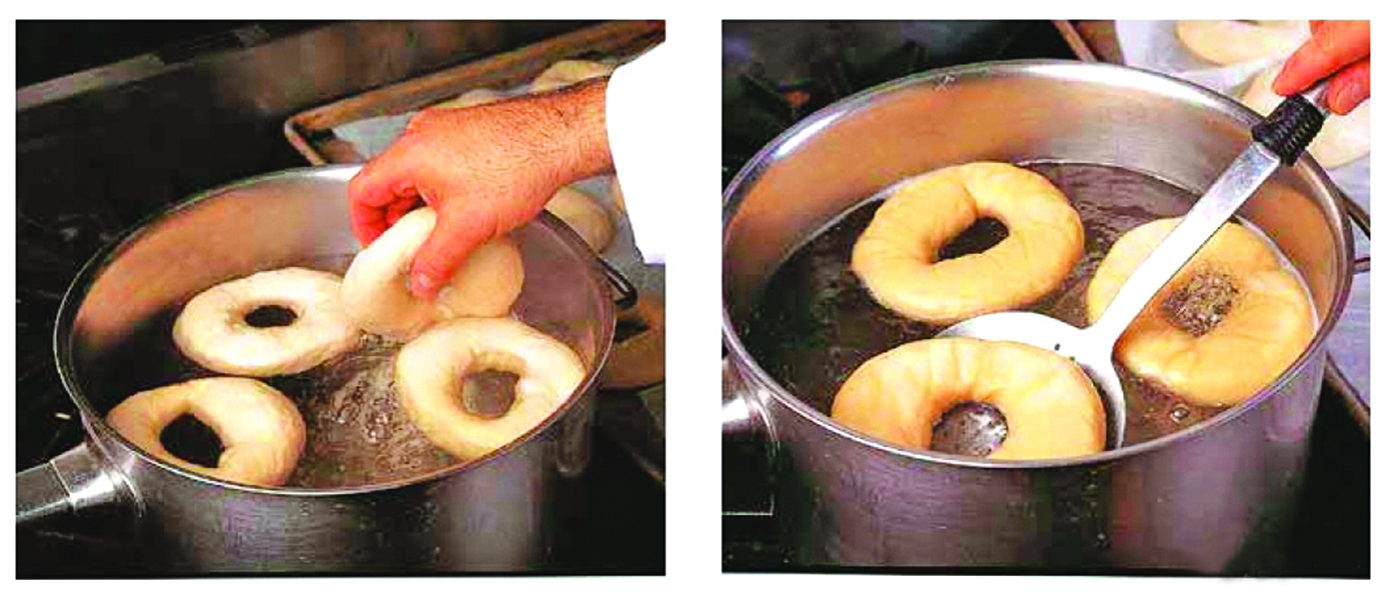 從雪櫃取出貝果麵團,輕輕放入沸水中。