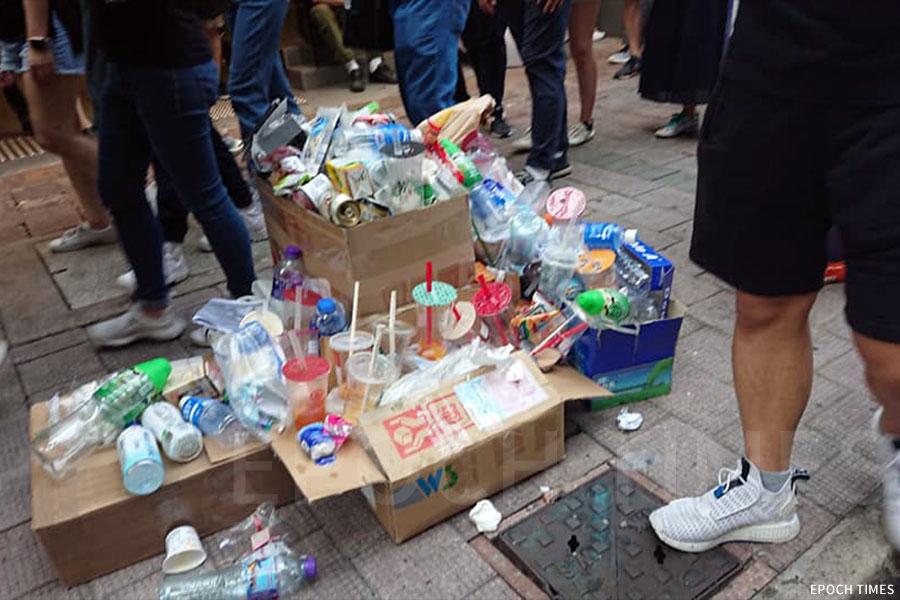 陳小姐及同行人士收集到的部份塑膠垃圾。(受訪者提供)