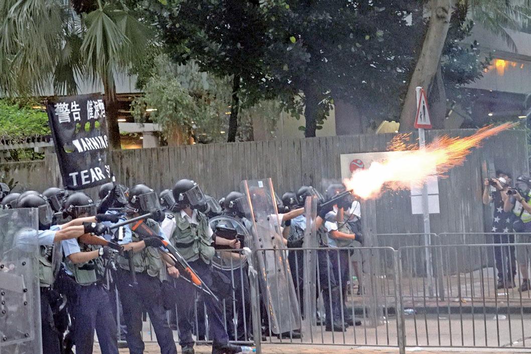 警方早前暴力鎮壓和平示威者,被指是激化矛盾。(李逸/大紀元資料圖片)