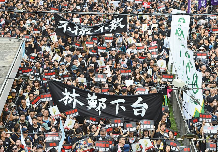 兩百萬人大遊行再創歷史  林鄭政治生命岌岌可危