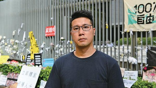 民權觀察成員王浩賢批評警方在6.12清場期間濫用武力。又指,警方「速龍小隊」的新制服上沒有警員編號,若有非法使用武力或濫權時,難以追究責任。(宋碧龍/大紀元)