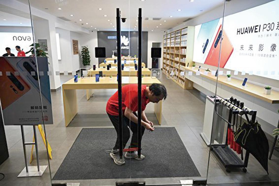 美國禁令的衝擊超乎預期,華為任正非預期未來兩年的收入將損失約300億美元。 (Getty Images)