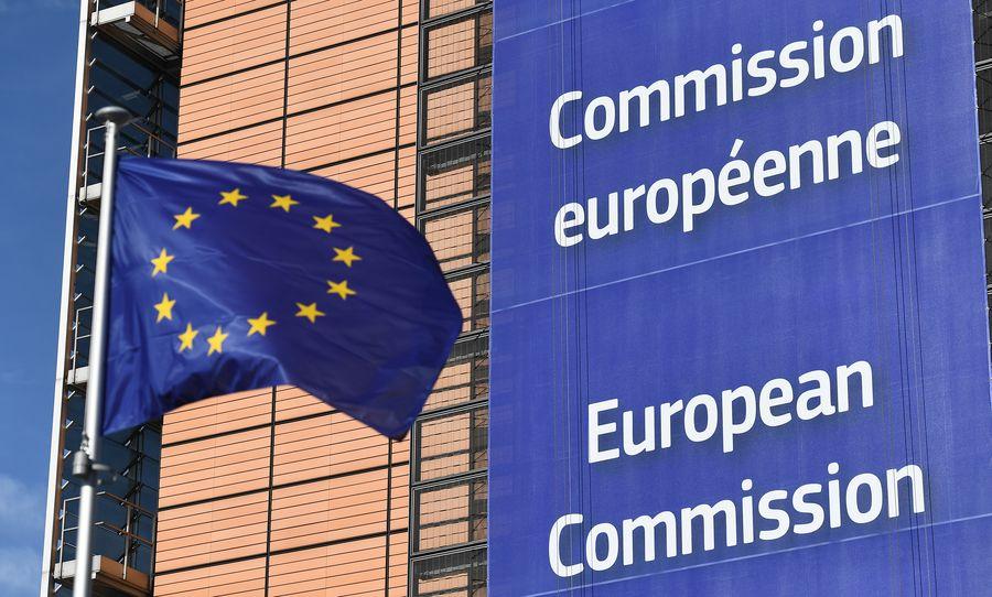 歐盟執委會的2018年「貿易與投資壁壘報告」指,中國是對歐盟企業出口和投資障礙最多的國家。圖為歐盟旗幟。(EMMANUEL DUNAND/AFP)