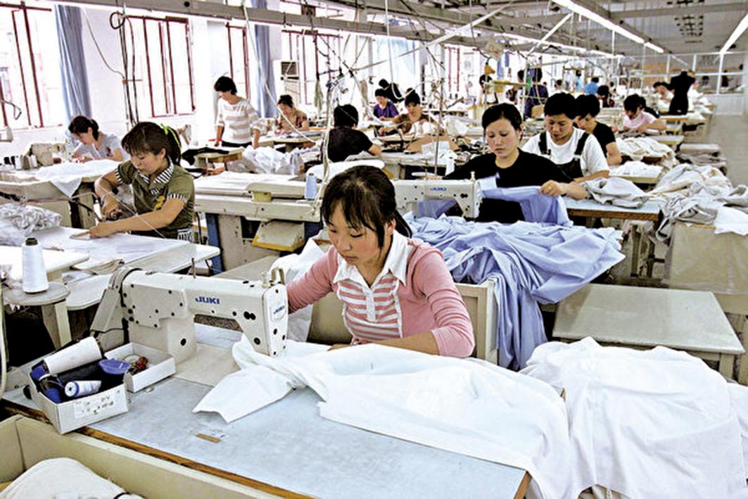 在中國經濟持續下滑,內需疲弱,外貿停滯的情況下,中國的紡織服裝業停產關門倒閉不計其數,已深陷困境。(Getty Images)