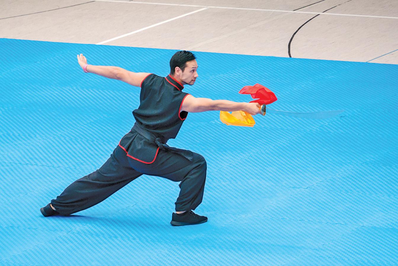 荷蘭選手鄧子健表演伏虎單刀。(張清颻/大紀元)