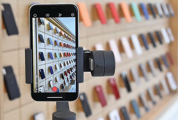 美國華盛頓卡內基圖書館一家蘋果商店內的iPhone(大紀元資料室)