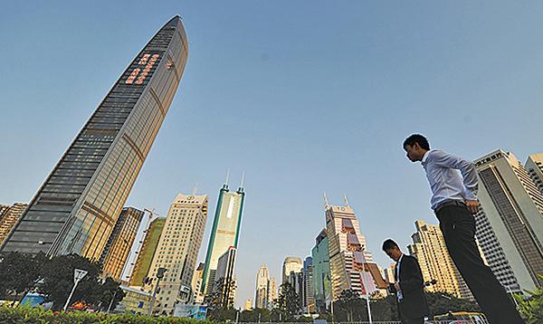 今年上半年,深圳的甲級寫字樓空置率已攀升至23.3%,其中最高的前海片區達65.7%。(AFP)