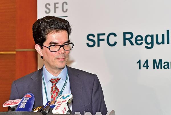 獨立股評人David Webb早前接受英文大紀元專訪時說,特朗普有可能將香港作為貿易談判的籌碼武器,一旦取消香港關係法的話,將對香港的經濟造成嚴重損害。(大紀元資料室)
