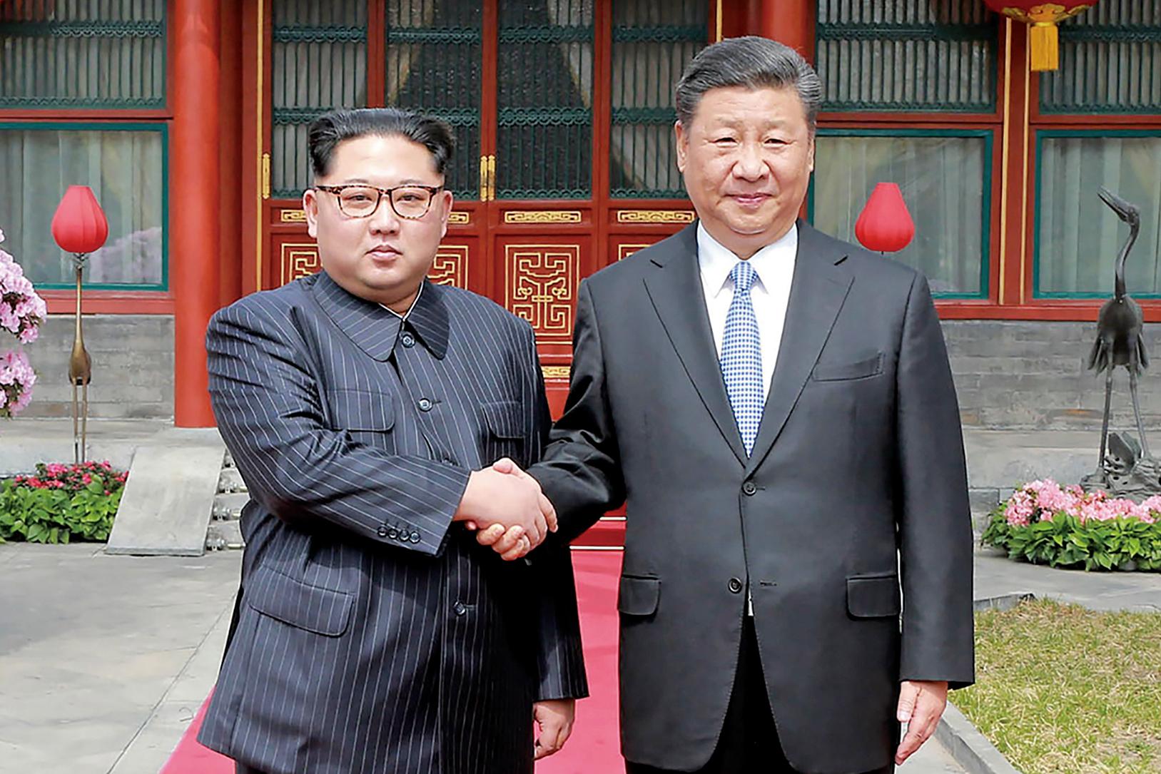 6月20日,中國國家主席習近平夫婦抵達北韓平壤,展開對北韓為期2天的訪問。圖為金正恩在北京訪問習近平。(AFP)