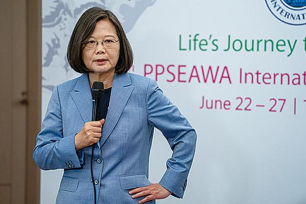 台灣總統蔡英文強調,針對假訊息,政府從立法、行政雙管齊下,強化對錯假訊息的處理及執法,並與國際合作,把錯假訊息從台灣社會移除。(台北記者站)