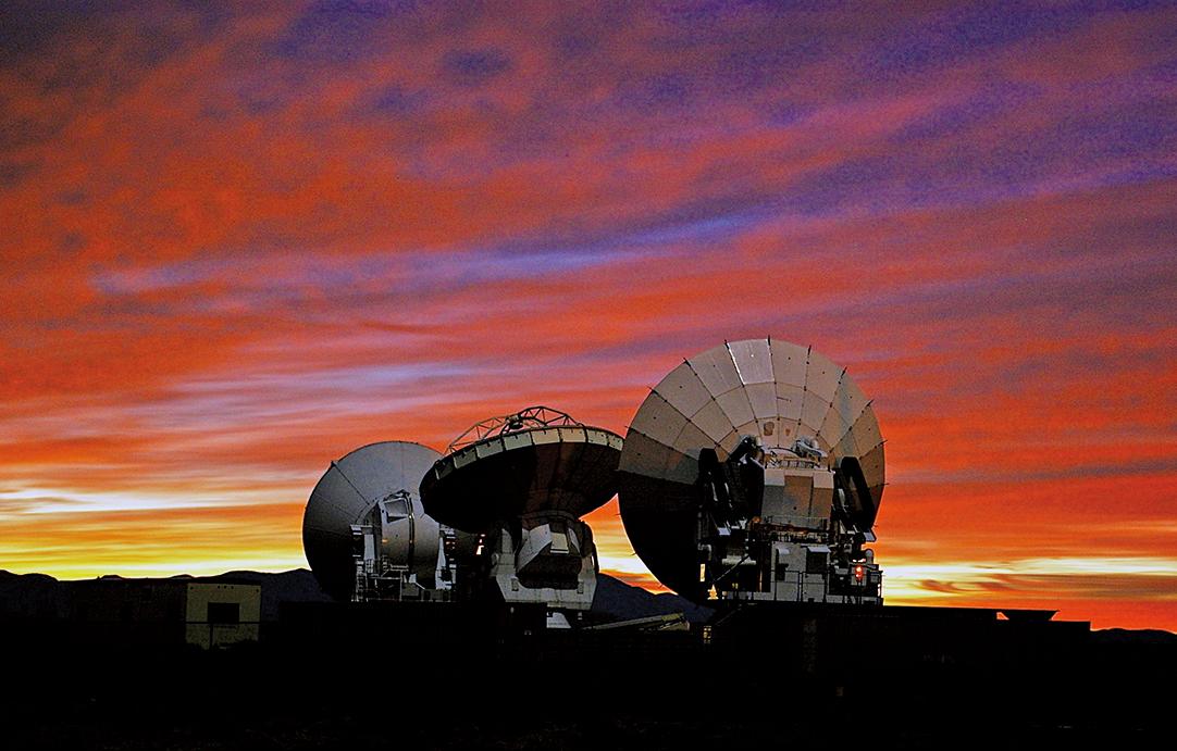 這次觀測的伽瑪暴編號為GRB 190114C,位於天爐座。距離地球約70億光年。爆炸發生後,研究團隊使用位於智利的阿塔卡馬大型射電望遠鏡陣(ALMA,如圖)搜索爆炸產生的射電信號。(維基百科)