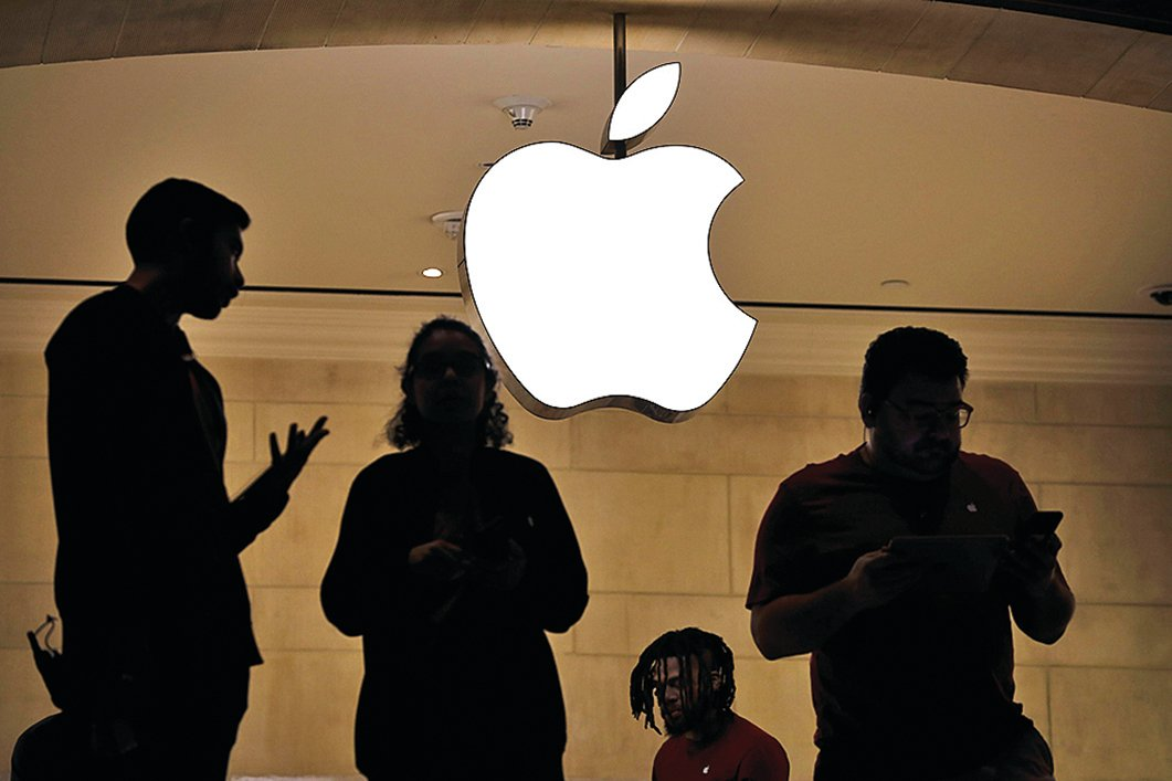 最受華爾街關注的蘋果分析師郭明錤發佈報告稱,明年蘋果將推出2支首款5G iPhone,使用高通公司的基頻晶片。(Drew Angerer/Getty Images)