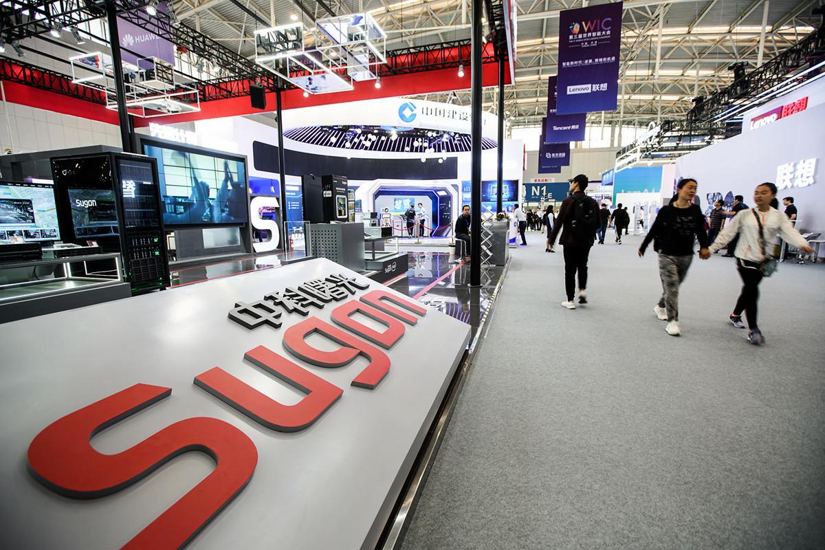 美國商務部6月21日列入出口管制「實體名單」,中國超級電腦製造商之一中科曙光(Sugon)榜上有名。圖為2019年5月16日,中科曙光在天津梅江會展中心的第三屆世界智能大會上的展台。(大紀元資料室)