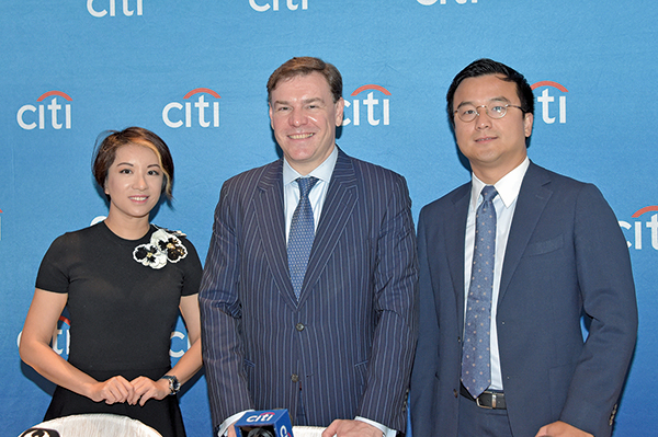 花旗私人銀行亞洲投資策略師張敏華(左),首席投資策略師及首席經濟師Steven Wieting(中),亞洲投資策略主管彭程(右)(郭威利/大紀元)