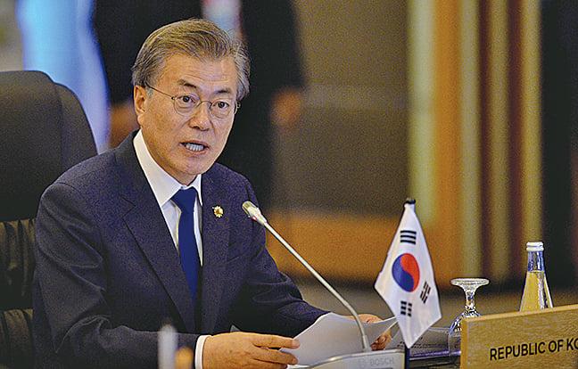 6月26日,南韓總統文在寅證實,美國和北韓正在進行私下的「幕後談判」,為第三次「特金會」鋪路。圖為資料照。(AFP)