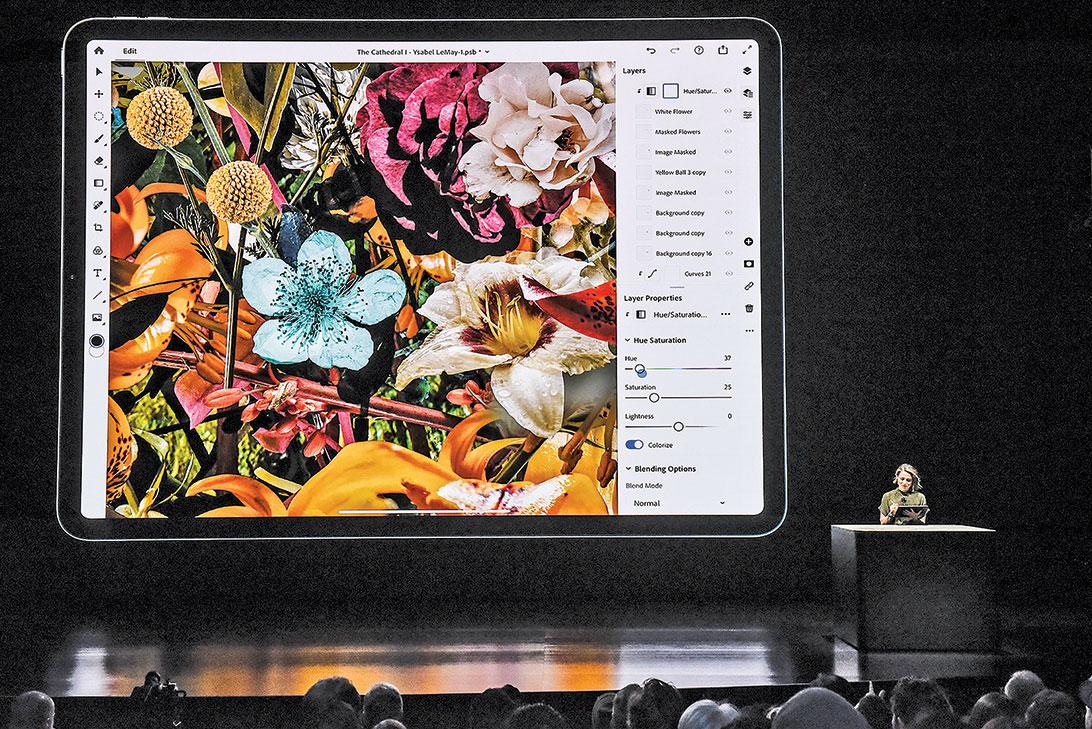 在2018年的發表會上,Adobe展示用於iPad Pro的雲端Photoshop應用。(Stephanie Keith/Getty Images)