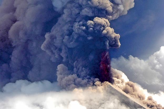 世界上最危險的火山之一——位於巴新偏遠地區的烏拉文火山(Mount Ulawun)於周三(6月26日)再次噴發。(AFP)