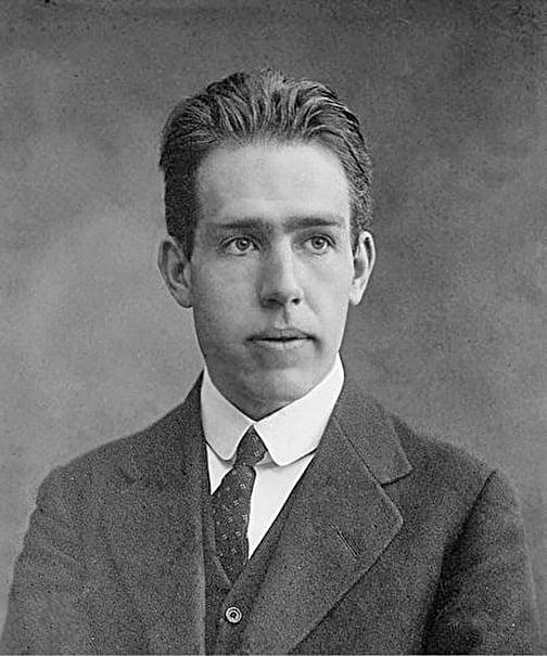 1922年獲得諾貝爾獎的丹麥物理學家尼爾斯玻爾(Niels Bohr)。(公有領域)