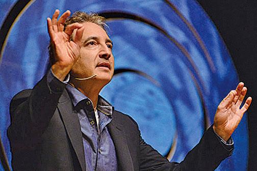 美國哥倫比亞大學物理學教授布萊恩葛林(Brian Greene)2014年在演講中。(Luiz Munhoz/Fronteiras do Pensamento/Flickr, CC)