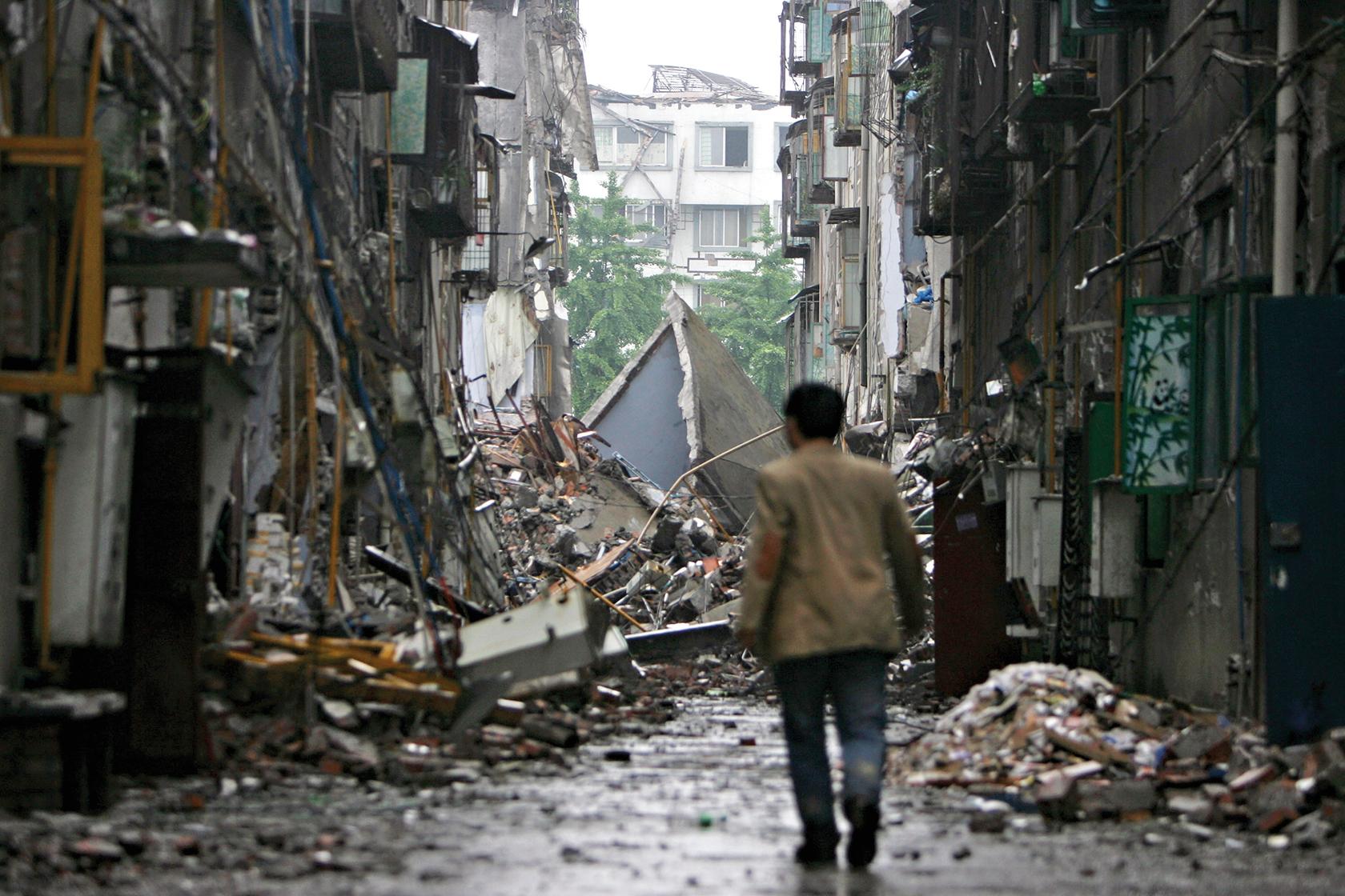 2008年四川汶川地震後滿目瘡痍的情景。(GETTY Images)