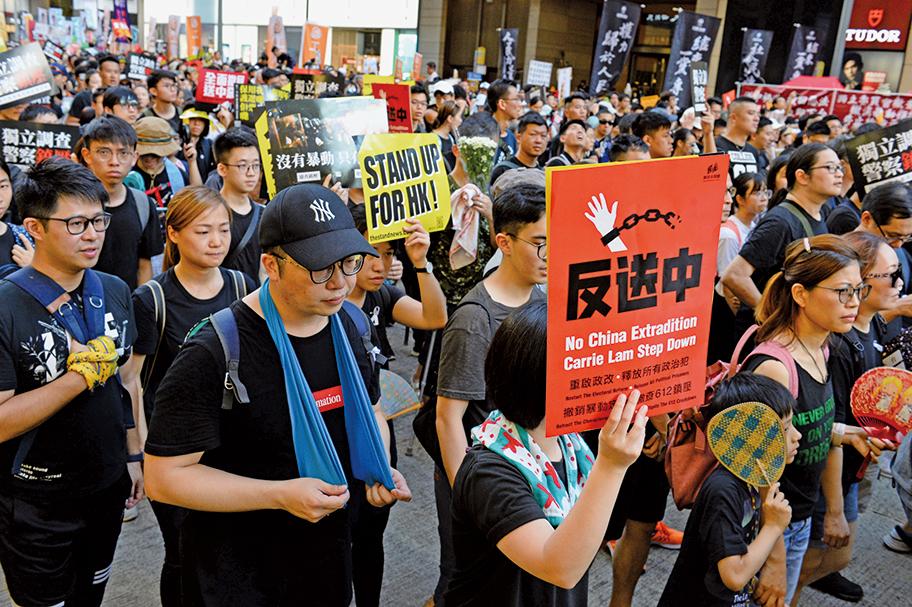 市民多次上街遊行要求政府「撤回」《逃犯條例》修訂案,但未獲回應,因此「反送中」仍為遊行主題之一。(宋祥龍/大紀元)