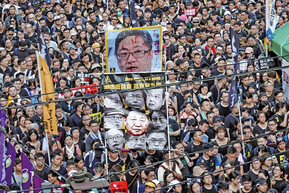 多名政府高官的種種行為,均惹得示威者不滿。(余鋼/大紀元)