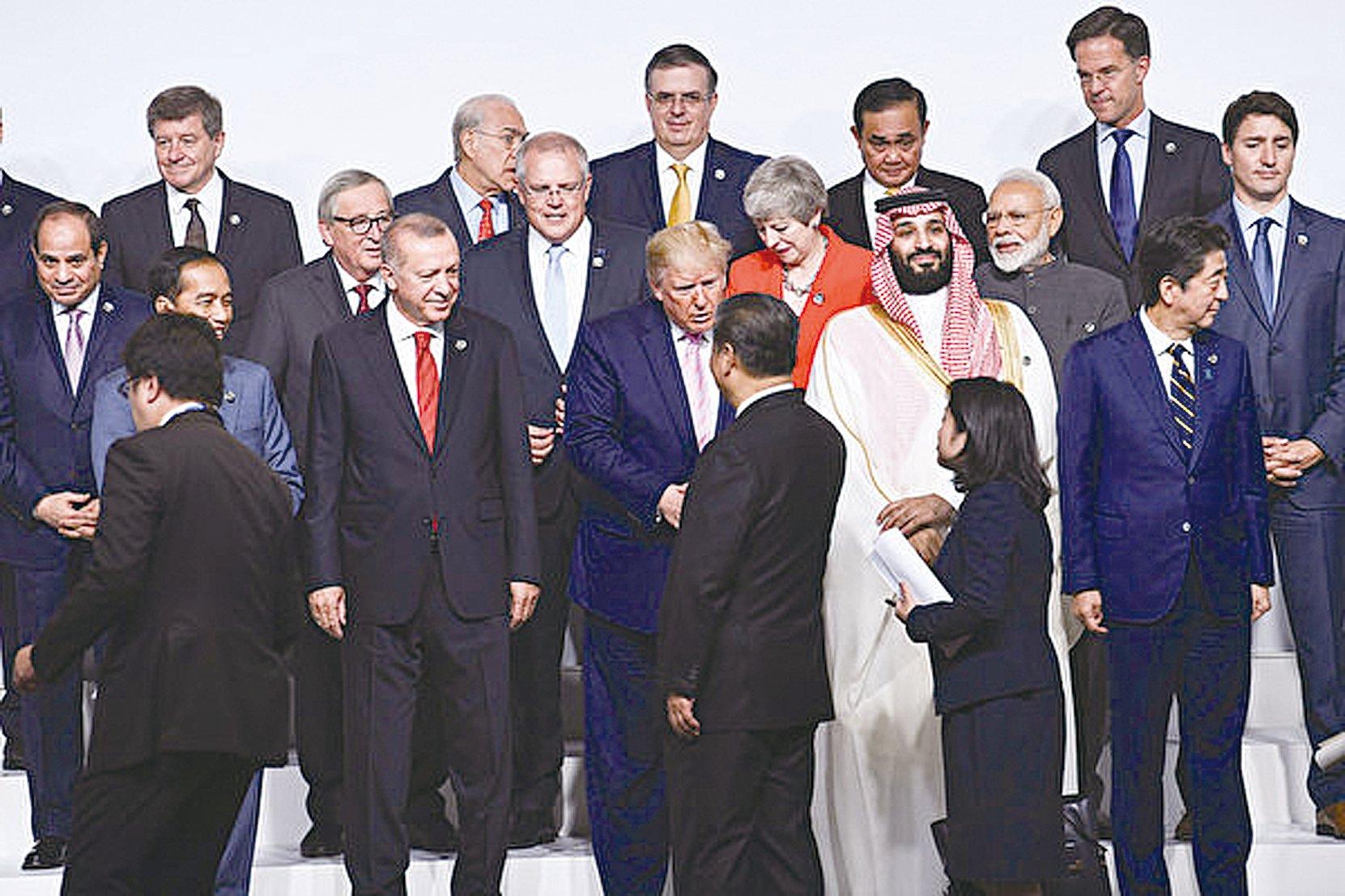 圖為特朗普與習近平在日本G20峰會期間握手。(Brendan Smialowski/AFP)
