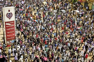 數萬人上街抗議 蘇丹血腥鎮壓 7死181傷