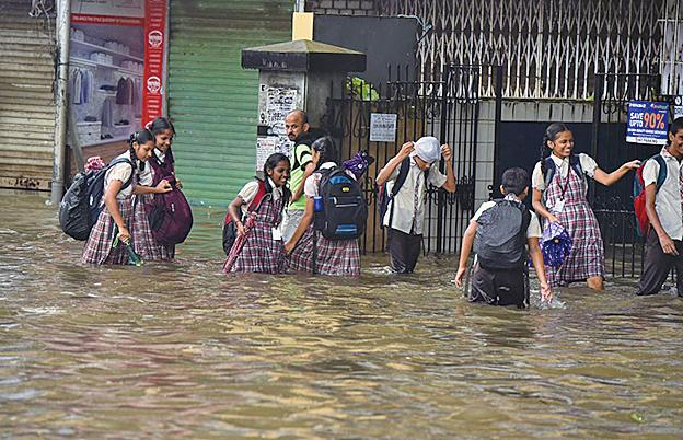 暴雨破十年紀錄 孟買逾二十七死