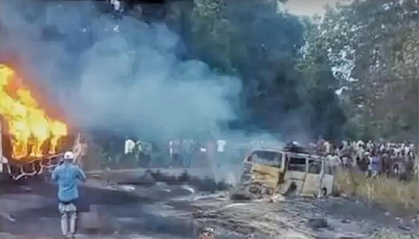 尼日利亞中部2日發生油罐車翻覆爆炸事件,造成45人死亡,上百人受傷。(視頻截圖)