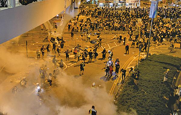 北大學者:香港之「亂」 是中共「管」出來的