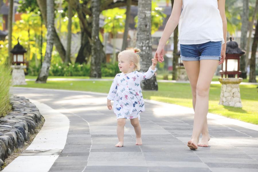 「赤腳走路」真的能改善健康?看看科學家怎麼說