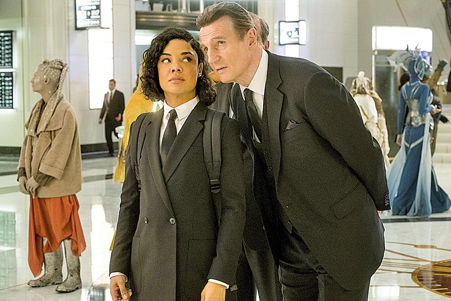 連恩尼遜(Liam Neeson)飾演的MIB倫敦分部主管T老大,成熟穩重。