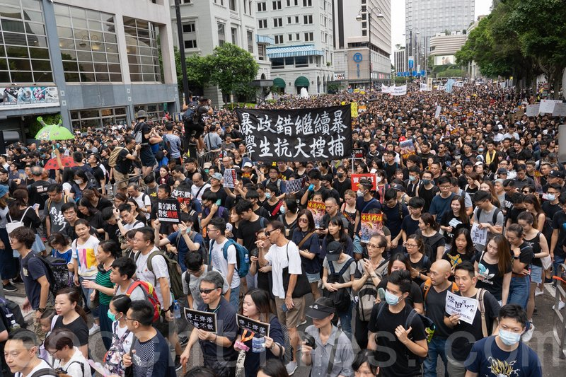 23萬名市民參加九龍區的「反送中」大遊行,並市民重申民間的「五大訴求」。(李逸/大紀元)