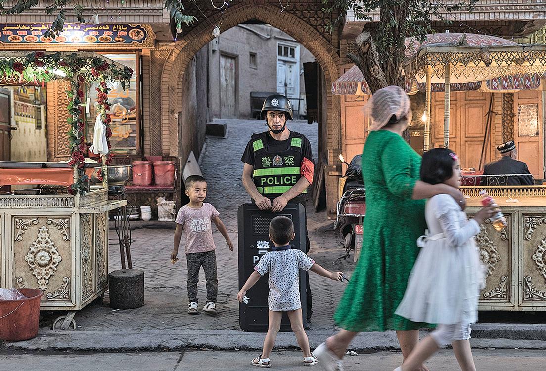 除將大批維吾爾成年人關押在「再教育營」,新疆還廣設兒童「再教育營」。圖為新疆街景。(AFP)