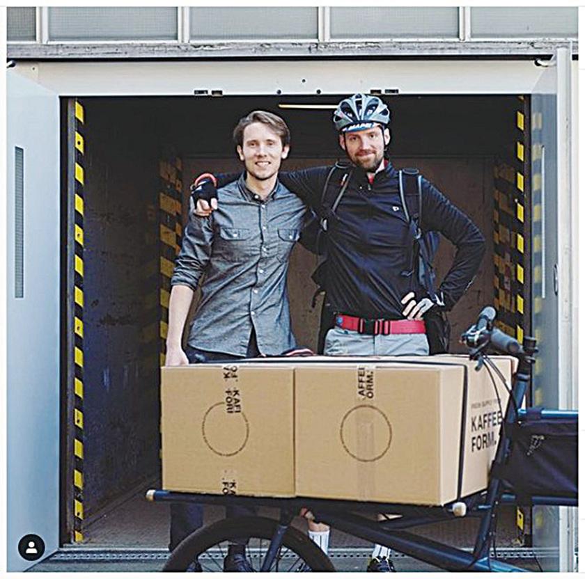 Kaffeeform是由單車快遞公司提供服務,這組單車隊騎到柏林各角落的咖啡廳去回收咖啡渣,以便提供大量製造這環保咖啡杯所需的原料。(Kaffeeform Instragram)