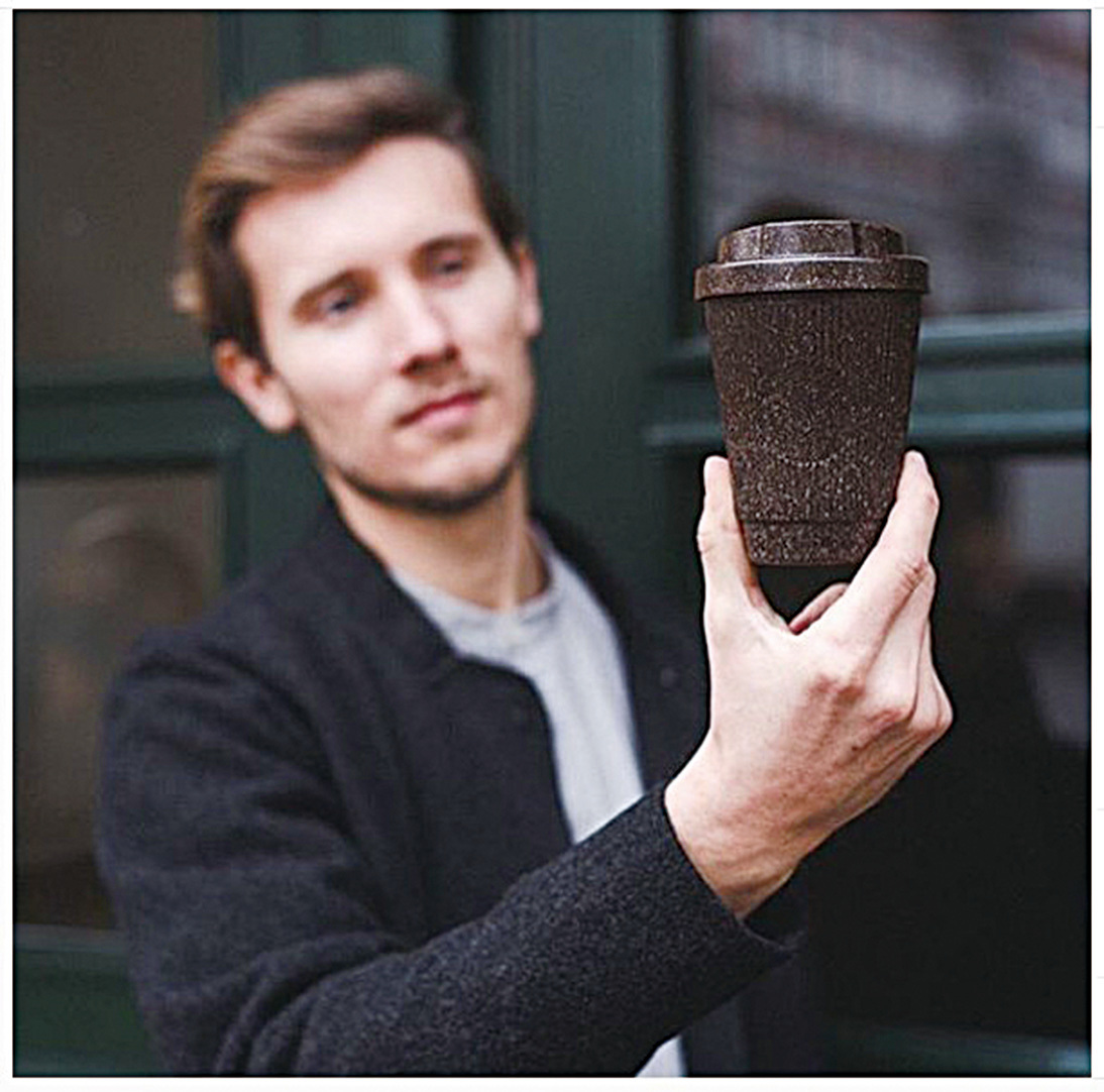 Kaffeeform的創辦人朱利安萊希納(Julian Lechner)認為好的產品設計必須兼顧實用和環保兩個方面。(Kaffeeform Instragram)