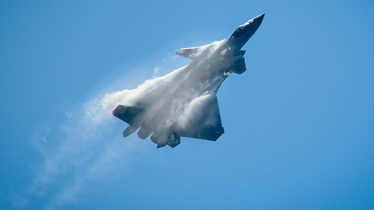 有港媒稱,目前谷歌正暗地幫助中共軍隊改進J-20戰機。(WANG ZHAO/AFP/Getty Images)