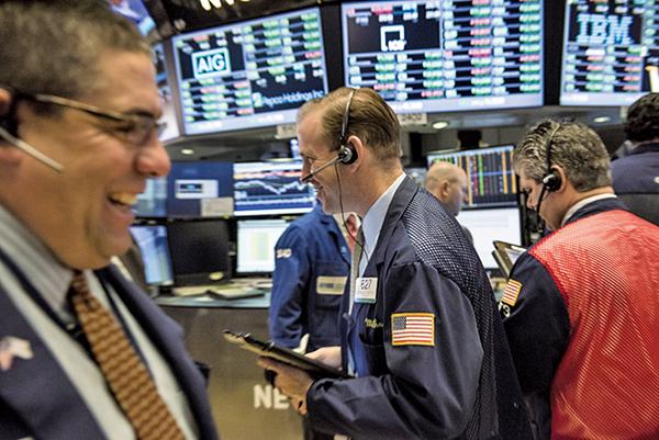 標普指數2019年迄今大漲逾19%,證券交易所洋溢著開心的氣氛。(AFP)