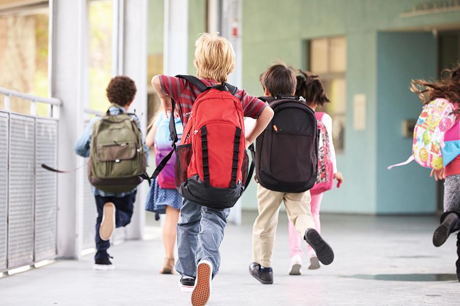 新研究:學生書包多重算過重?