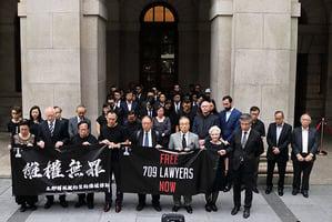 民間遊行默站促立即放律師