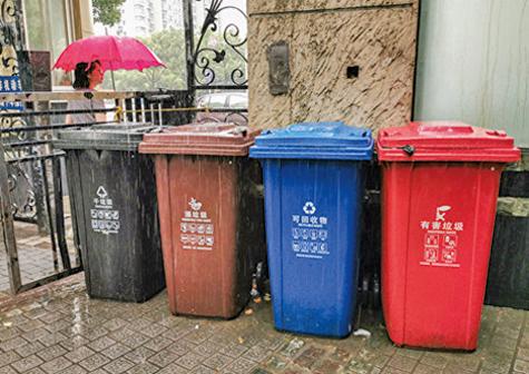 上海垃圾分類亂象男子混丟被阻 掐暈指導員