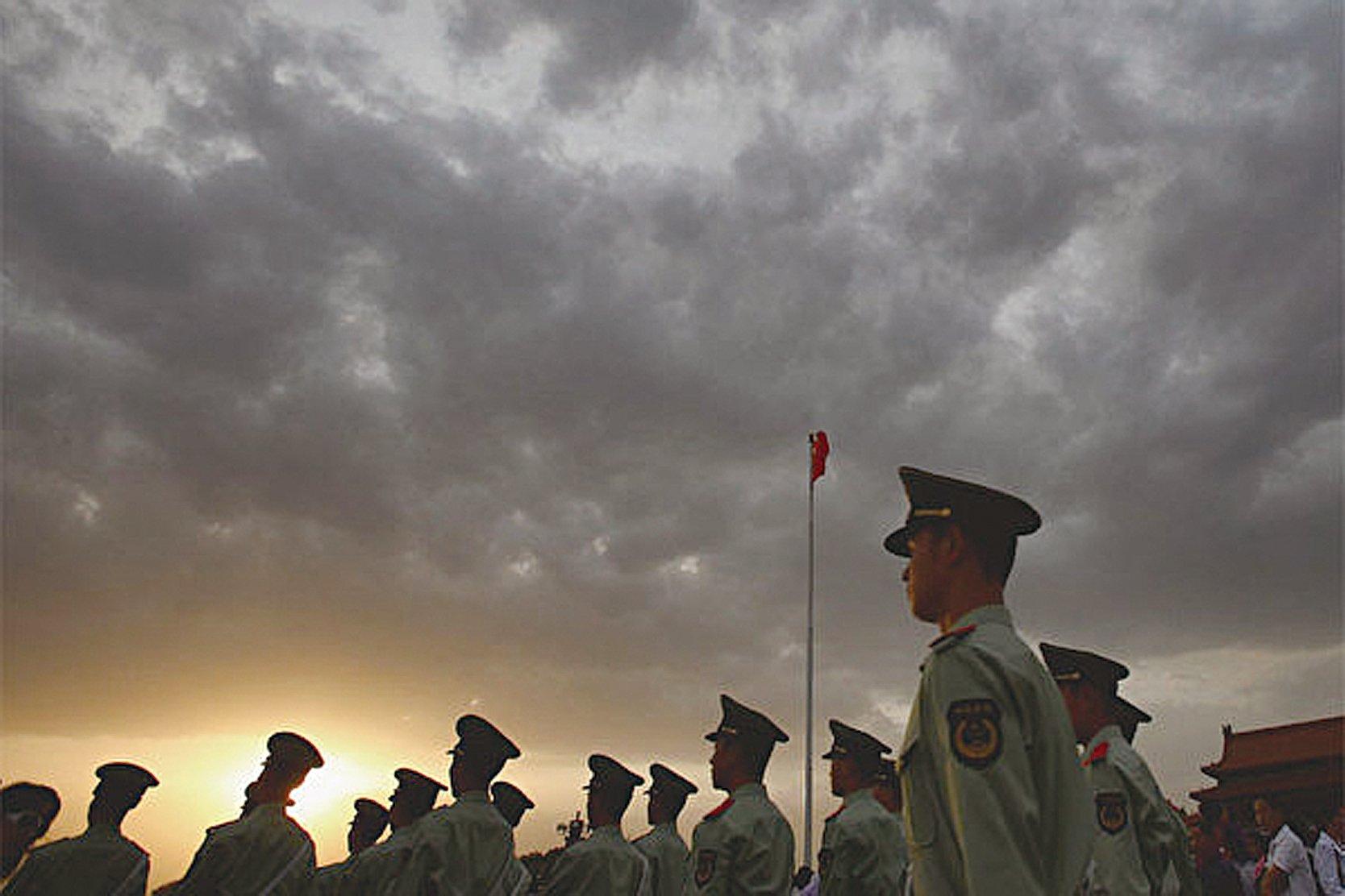 2019年2月25日,美國司法部副部長批評中共所說的「全面依法治國」實際上是把法律當成統治工具,是依靠法律統治(rule through law),而不是西方所說的「法治」(rule of law)。圖為在北京的中共警察。(Getty images)