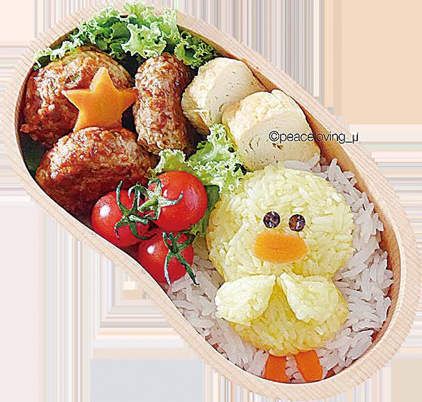米藍達綜合報道 可愛到令人想咬一口,這些卡通人物,你最喜歡哪一個?  網絡上的各種可愛圖片,總會讓人眼睛大睜、嘴角上揚;這次既不是寶寶也不是貓狗,而是真的「秀色可餐」:飯糰、湯圓、麵線、各式麵點,卡通造型的美食,可愛到讓人根本捨不得吃下肚。  Nawaphorn Piewpun是泰國曼谷的一位女醫生,而她的另一個身份更為人所知——食物藝術愛好者。她的IG專頁「愛好和平的過客」(Peaceloving Pax)已有將近13萬追蹤者。  本來Piewpun只是想要讓自己的中餐變得不一樣、多一些特色;當她將每天親手做出的午餐飯盒開始分享在IG上,沒想到成了爆紅,受到眾人矚目。  被問從哪裏得到「可愛飯盒」的靈感,她說,「我只是在網絡上看到用咖哩飯糰做成的熊貓家族照片,覺得它們真的好可愛,也想試著做做看。」  Piewpun決定主題和角色的過程很簡單,「我喜歡可愛卡通的每一個角色,只需決定想做哪一個角色,想想當下有甚麼食材,然後去google相關角色的照片作參考 。」  Piewpun最愛又最喜歡創造的卡通角色是宮崎駿的「龍貓」,她特別喜歡牠灰灰的、毛茸茸又肥嘟嘟的笨重樣。  她還堅持只用健康、天然又安全的食材,「我不只是做好看的,飯糰繽紛的顏色都是使用天然原料,好讓飯糰充滿耀眼明亮的色彩,每粒飯糰都是100%安全健康可以吃的。」◇