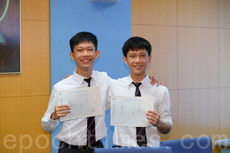 喇沙書院狀元許友灝(左)及雙胞胎弟弟許友泓(右)。(宋碧龍/大紀元)