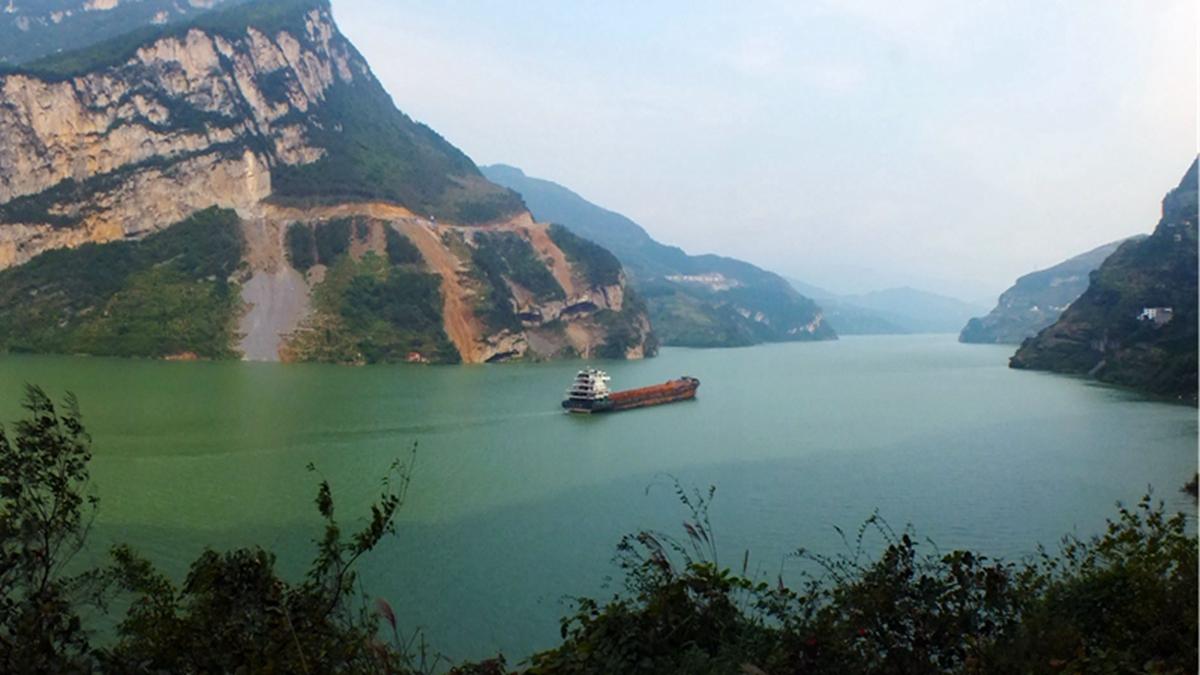 風水師說,中共興建三峽大壩,切斷了中華民族的龍脈,破壞了中國風水,導致三峽流域災禍連連。(STR/AFP/Getty Images)