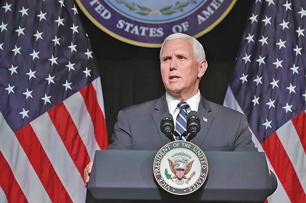 美國副總統彭斯(Mike Pence)周三到訪加州時強調,美國將繼續倡導世界各地的宗教信仰自由,並敦促中國必須改變。圖為彭斯資料圖。(Getty Images)