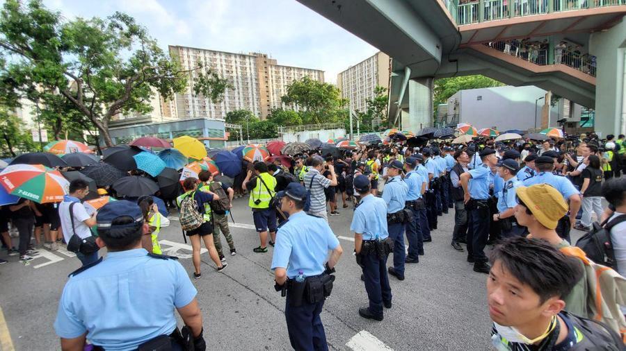 【直播】三萬人「光復上水」遊行後爆衝突 警施胡椒噴霧