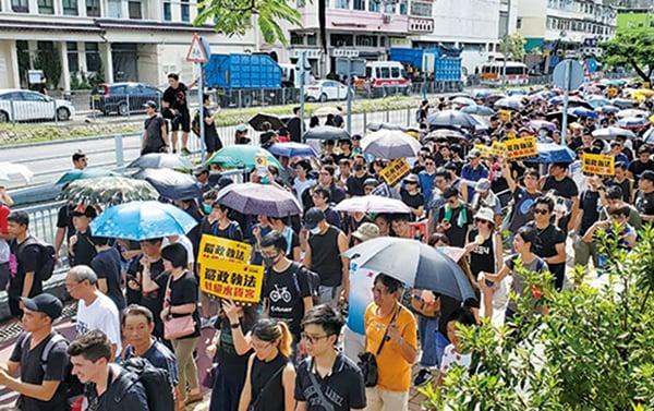 本港「反送中」遊行遍地開花,圖為市民上周六的「光復上水」遊行,有3萬人參與。(李逸/大紀元)